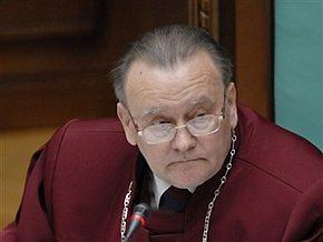Судья КС: Указ Ющенко о перевыборах могут рассматривать разные суды