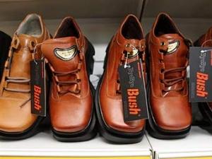 Буша проводят с поста президента метанием обуви