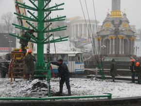 Зам Черновецкого рассказал, почему елка до сих пор стоит на Майдане