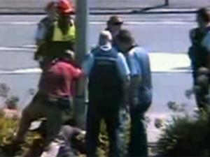 Преступники врезались в фонарный столб при попытке побега (видео)