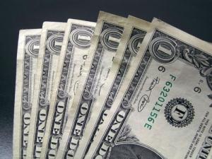 Гривна продолжает укрепляться на межбанке