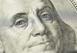 Наличный доллар в Киеве – 8,41