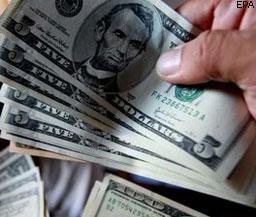 Около 20 банков попались на спекуляциях валютой