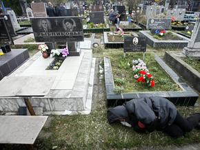 На кладбища Киева в поминальные дни будет ездить дополнительный транспорт
