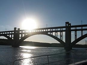 В Запорожье женщина сбросила трехлетнюю дочь с моста