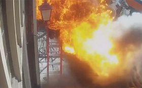 Жителів Амстердама налякав вогняний стовп з-під землі: з'явилося моторошне відео