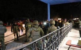Між активістами блокади Донбасу і поліцією стався новий інцидент, є постраждалі: опубліковані фото