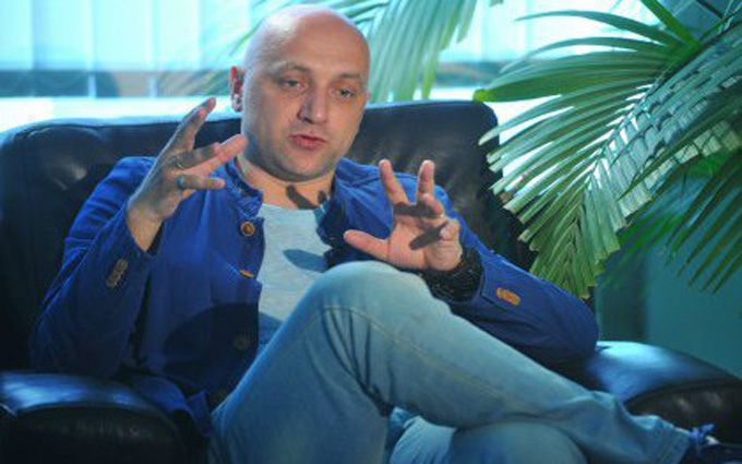 Писатель-боевик ДНР Прилепин объяснил, зачем везет семью в Донецк