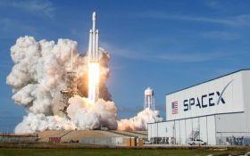 Запуск в космос электромобиля Tesla взбудоражил соцсети