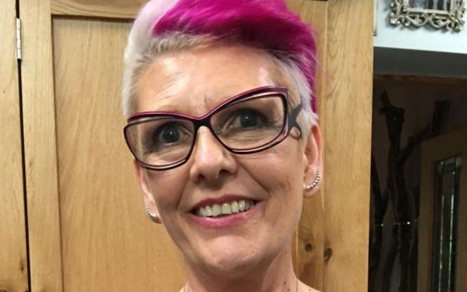 Онкохвора жінка перетворила рубці після видалення грудей в шедевр: вражаючі фото