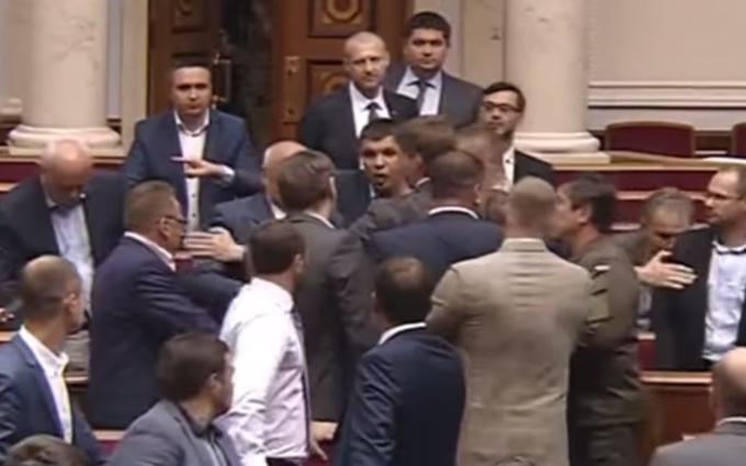 У Раді побилися депутати: опубліковано відео
