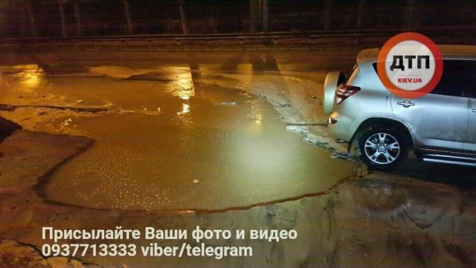 В Киеве ночью произошел потоп: опубликованы фото (5)