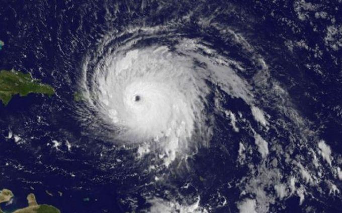 """В Атлантике разбушевался ураган """"Мария"""": опубликовано видео"""