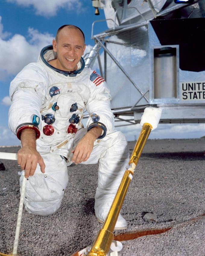 Помер відомий астронавт-рекордсмен, який побував на Місяці (1)