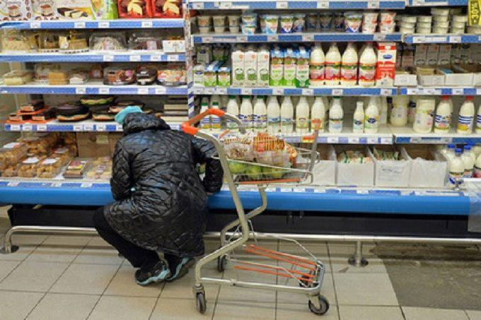Дві третини мешканців Росії почали економити на продуктах