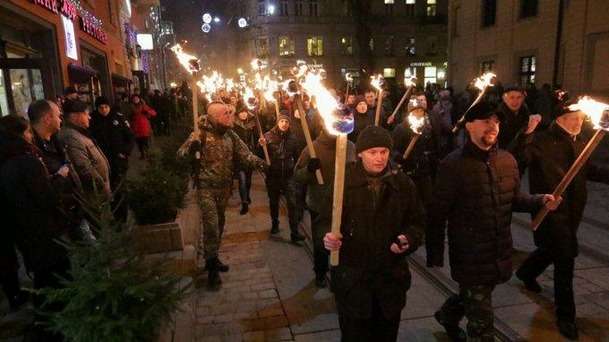 День рождения Бандеры отметили по всей Украине: появились фото и видео (11)