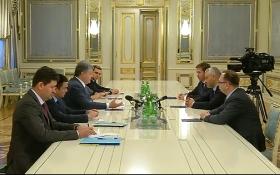Порошенко встретился с адвокатами Савченко: опубликовано видео