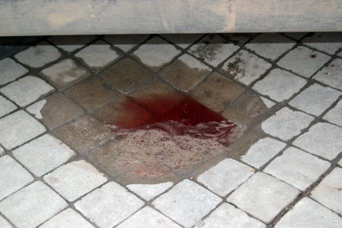 В Одессе охрана чуть не убила мужчину за кусок колбасы: опубликованы фото и видео (4)