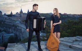 Украинцы на бандуре сыграли песню, побившую рекорды прослушиваний: появилось видео