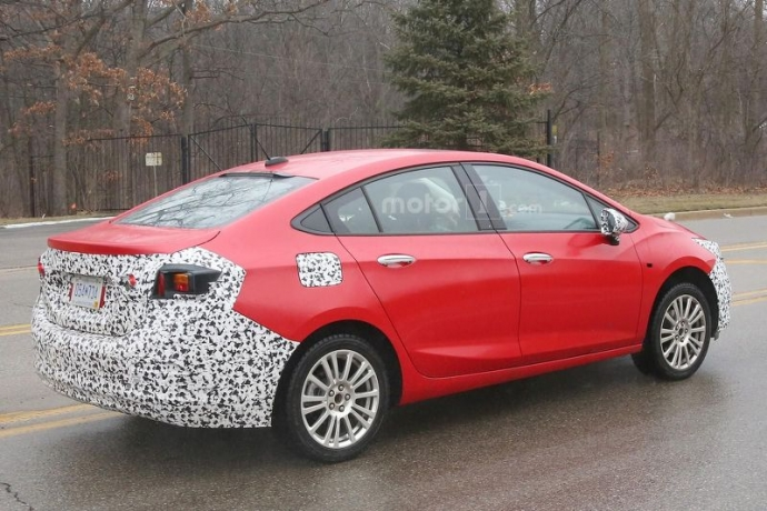 Компанія Chevrolet вивела на тести гібридний Cruze (5 фото) (3)