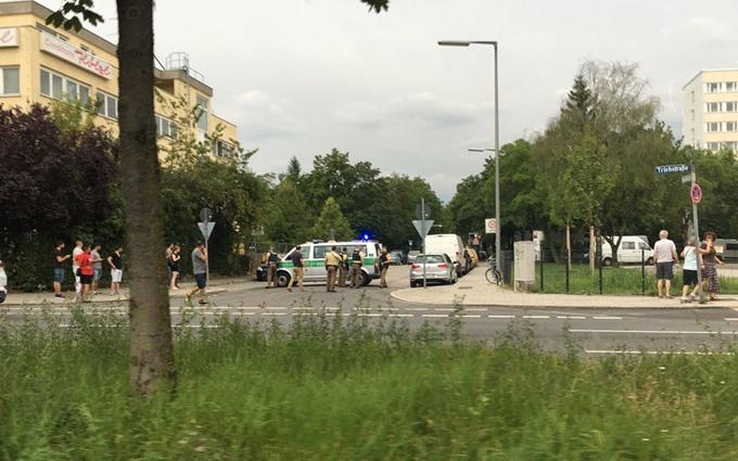 У Мюнхені відкрили стрілянину в торговому центрі, є жертви: з'явилися фото і відео
