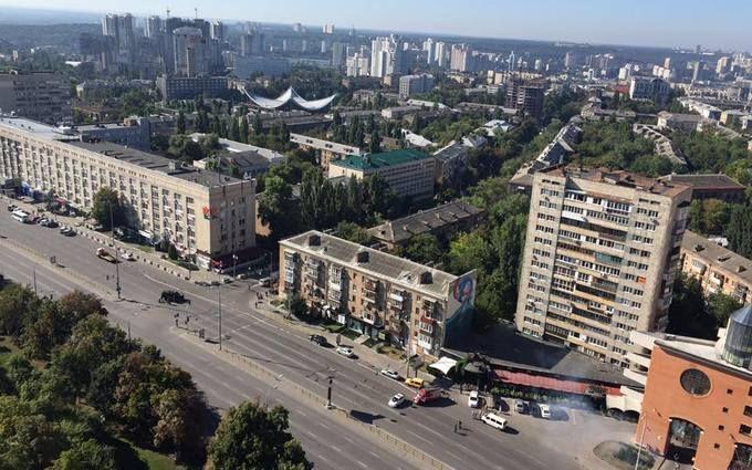 У центрі Києва пролунали вибухи і стрілянина: з'явилися фото і відео