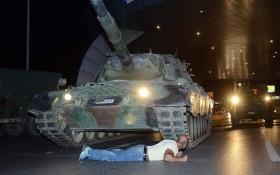Появилось видео штурма отеля, где находился Эрдоган