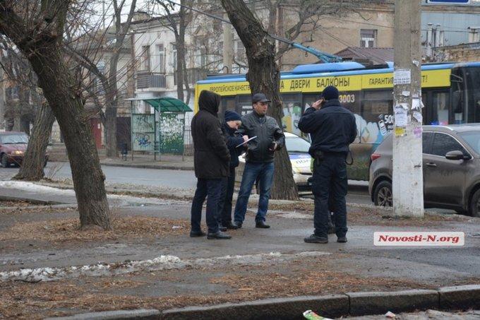 В Николаеве крупный полицейский чин разъезжал пьяным: опубликованы фото и видео (4)
