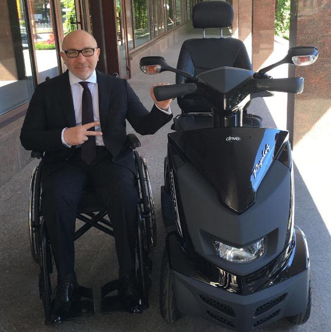 Кернес пересаживается с коляски на скутер: появилось фото (1)