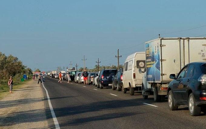 Черга на адмінкордоні з Кримом: з'явилися нові дані