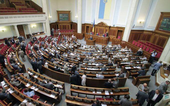 Народные избранники Рады получили книгу Олейника «Правда про госпереворот вУкраине»