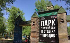 """В окупованому Донецьку проводять """"Фестиваль вуличної їжі"""" без їжі: з'явилися фото"""