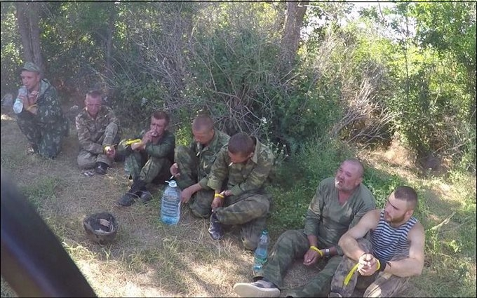 Появилось новое фото боевиков ДНР, взятых в плен на Донбассе