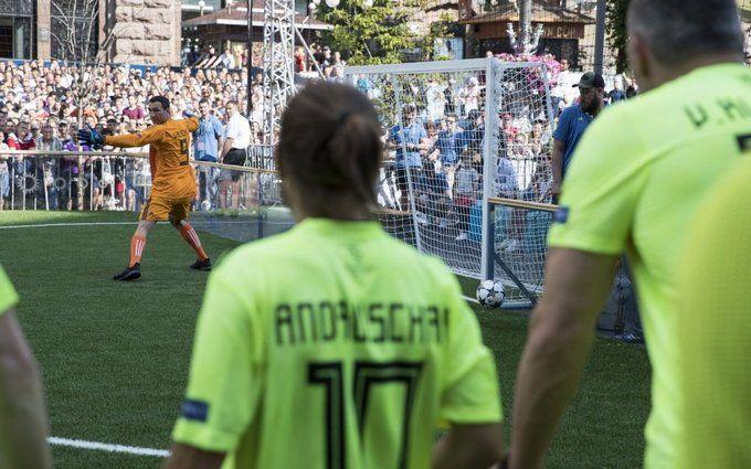 Турнир звезд мирового футбола на Крещатике: появилось видео яркой игры перед финалом ЛЧ-2018