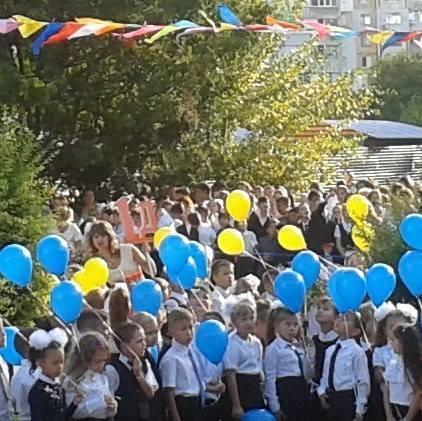 Захоплений, але не зломлений: з'явилося фото українського 1 вересня в Криму (1)