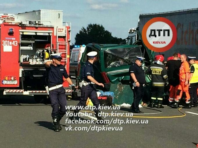 У Польщі розбився український автобус, багато загиблих: опубліковані фото (1)