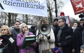 Долой коммунизм! Появилось видео бегства Качинського из Сейма в Польше