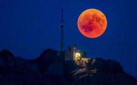 Кровавую Луну сняли из космоса: появились новые яркие фото самого продолжительного затмения