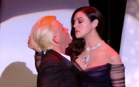 Пристрасний танець та палкий поцілунок: Моніка Белуччі здивувала Канни-2017