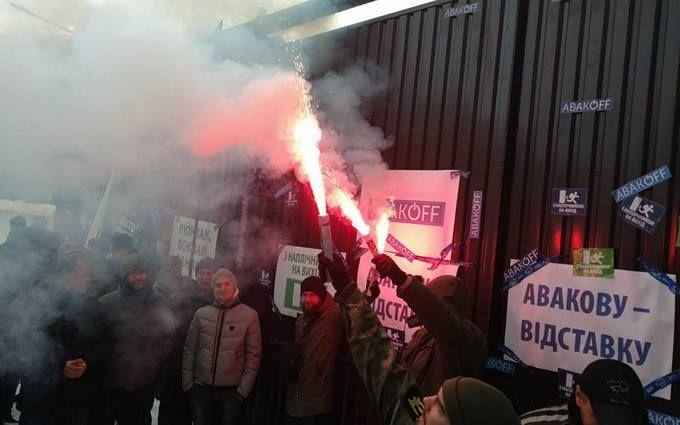 В Киеве с огнем и резкими словами потребовали отставки Авакова: опубликованы фото и видео