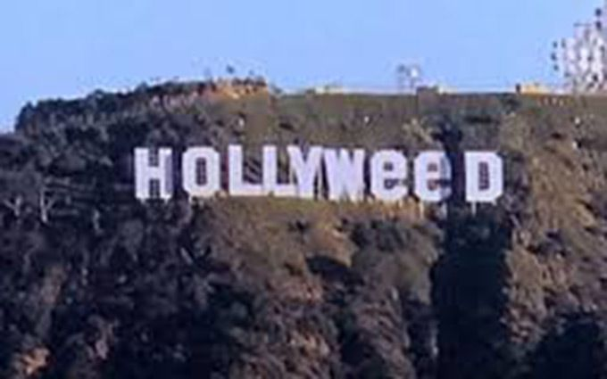 Вандал превратил популярную надпись Hollywood в Лос-Анджелесе в Hollyweed