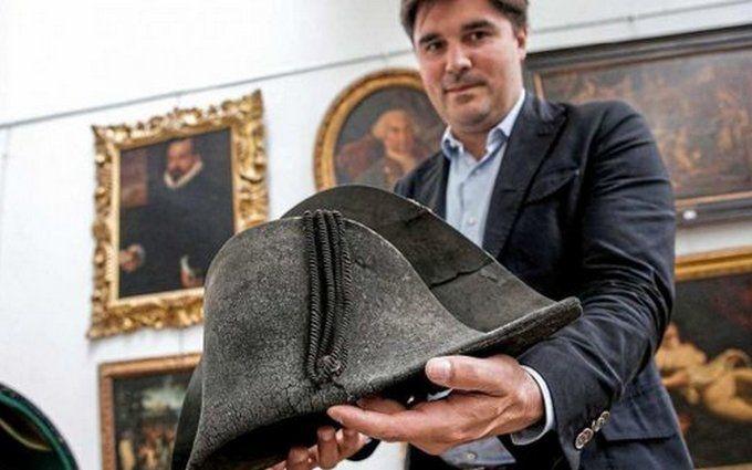 Через 203 роки з дня битви при Ватерлоо: на аукціоні Франції за рекордну суму продали капелюх Наполеона