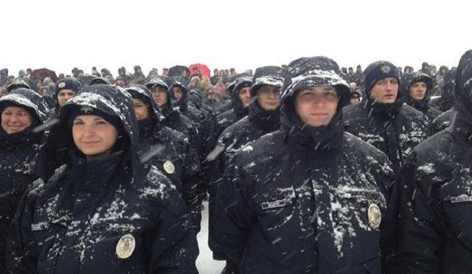 Япония передаст украинским полицейским зимнюю форму
