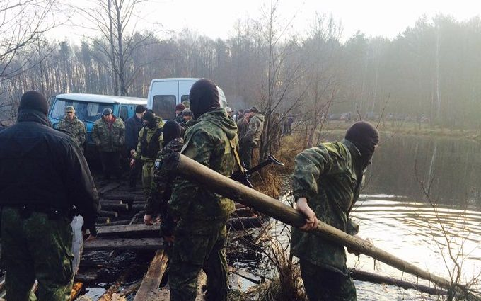 Копатели янтаря заблокировали полицию на Волыни: появились фото