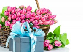Ідеї подарунків на 8 березня для коханих жінок