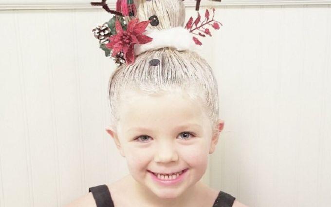 Тато створює для дочки приголомшливі різдвяні зачіски: яскраві фото