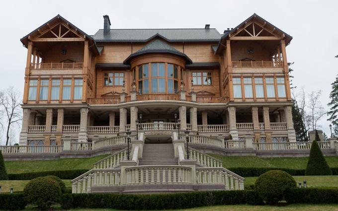Разграбили охотничьи угодья Януковича: опубликовано видео
