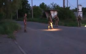 Обстрел боевиками ДНР Авдеевки: появилось видео с очевидцем событий на автобусной остановке