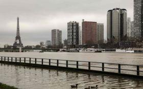У Парижі триває повінь: рівень Сени досяг максимальних значень