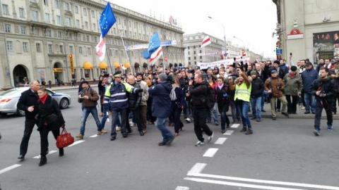 Прихильники ігнорування президентських виборів у Білорусі збираються на площі Свободи (7 фото) (7)